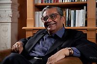 31 MAY 2010, BERLIN/GERMANY:<br /> Jagdish Natwarlal Bhagwati, indischer Oekonom und Professor fuer Politik und Wirtschaft an der Columbia University, waehrend einem Interview, Bibiothek der American Academy<br /> IMAGE: 20100531-02-057<br /> KEYWORDS: Jagdish Bhagwati, Ökonom