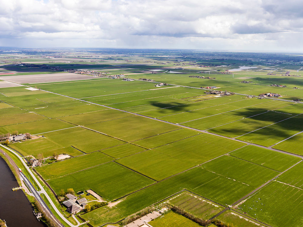 Nederland, Noord-Holland, Gemeente Schermer, 16-04-2012; Polder I, onderdeel van De Schermer, met Noordhollandsch kanaal, gezien naar Heerhugowaard. .Polder I,  regular land division designed on purpose next to the Noordhollandsch kanaal (canal). Part of the polder Schermer..luchtfoto (toeslag), aerial photo (additional fee required);.copyright foto/photo Siebe Swart
