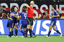 17.07.2011, Commerzbankarena, Frankfurt, GER, FIFA Women Worldcup 2011, Finale,  Japan (JPN) vs. USA (USA), im Bild:  .Torjubel / Jubel  nach dem 2:2 durch Homare Sawa (Japan) (M) (L) .. // during the FIFA Women Worldcup 2011, final, Japan vs USA on 2011/07/11, FIFA Frauen-WM-Stadion Frankfurt, Frankfurt, Germany.   EXPA Pictures © 2011, PhotoCredit: EXPA/ nph/  Mueller       ****** out of GER / CRO  / BEL ******