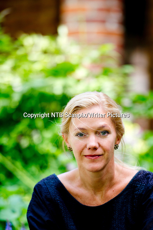 Oslo  20150710.<br /> Forfatter Maja Lunde ved Kirkeristen i Oslo. Hun er aktuell med sin f&macr;rste roman &quot;Bienes historie&quot;.<br /> Foto: Jon Olav Nesvold / NTB scanpix<br /> <br /> NTB Scanpix/Writer Pictures<br /> <br /> WORLD RIGHTS, DIRECT SALES ONLY, NO AGENCY