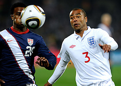 12.06.2010, Royal Bafokeng Stadium, Rustenburg, RSA, FIFA WM 2010, England (ENG) vs USA (USA), im Bild Robbie Finley (USA) e Ashley Cole (Inghilterra).. EXPA Pictures © 2010, PhotoCredit: EXPA/ InsideFoto/ Giorgio Perottino / SPORTIDA PHOTO AGENCY