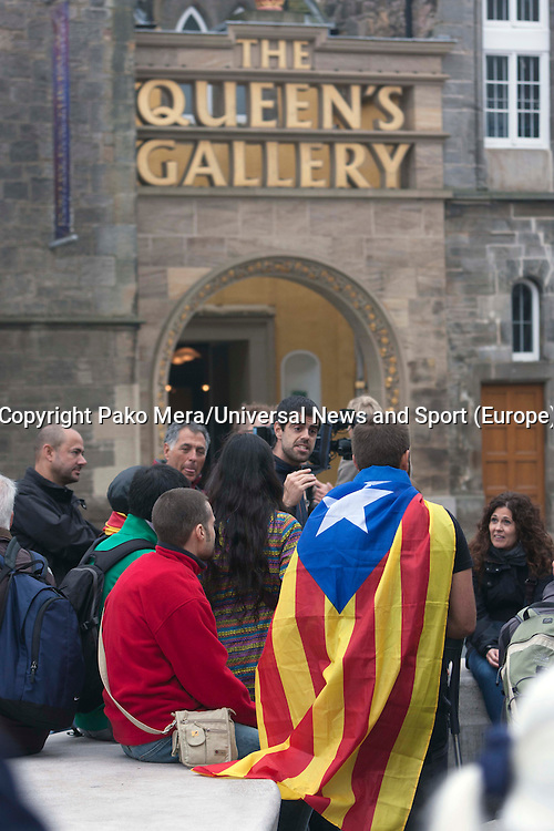 A support of Catalans holding a flag asking why the catalans don't have option to vote.<br /> Members of different political ideal gather in the scottish parliament due what Today 18th September is the Scottish Referendum. Pako Mera/Universal News And Sport (Europe) 18/09/2014