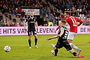 ALKMAAR - 26-09-2015, AZ - Heracles Almelo, AFAS Stadion, 3-1, AZ speler Muamer Tankovic (r) scoort hier de 3-1, doelpunt, Heracles Almelo speler Mike te Wierik.