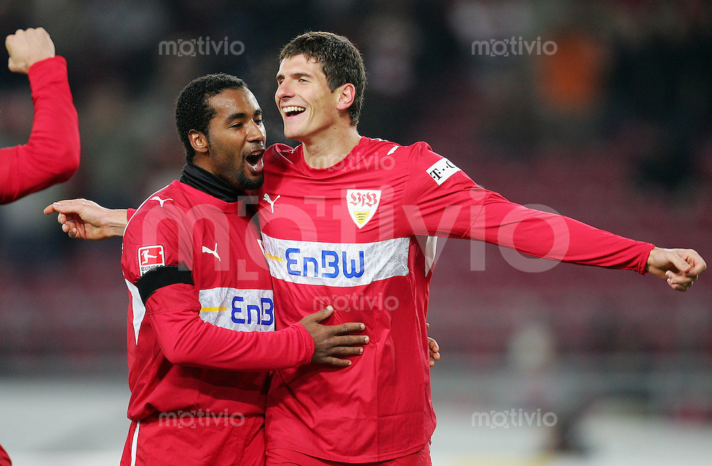 Fussball Bundesliga VFB Stuttgart - Arminia Bielefeld Mario GOMEZ (r) und CACAU (beide VFB) jubeln zum 1:0.