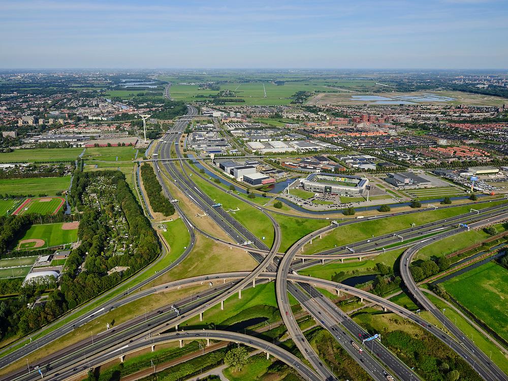 Nederland, Zuid-Holland, Den Haag, 14-09-2019; Prins Clausplein, verkeersknooppunt tussen A4 en A12.  Stadion ADO Den Haag, Cars Jeans Stadion, in de achtergrond. <br /> Prins Clausplein, traffic junction between A4 and A12.<br /> luchtfoto (toeslag op standard tarieven);<br /> aerial photo (additional fee required);<br /> copyright foto/photo Siebe Swart