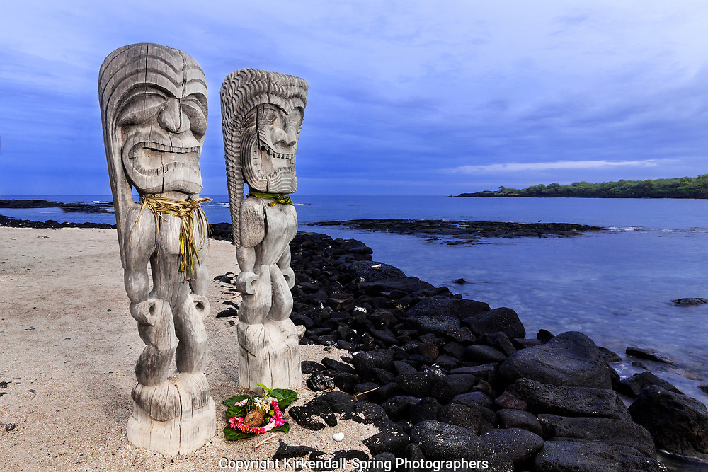 HI00233-00...HAWAI'I - Hale o Keawe (Ki'i) wooden images standing watch on the shore of  Honaunau Bay in Pu'uhonua o Honaunau National Historic Park on the island of Hawai'i.