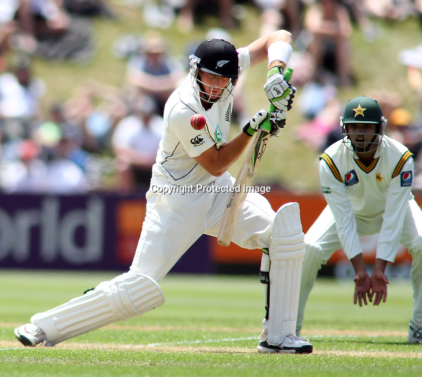 Martin Guptill of NZ bats on day 1 of the 2nd test at the Basin Reserve in Wellington, New Zealand v Pakistan, 15th January 2011.<br /> PHOTO: Grant Down / photosport.co.nz
