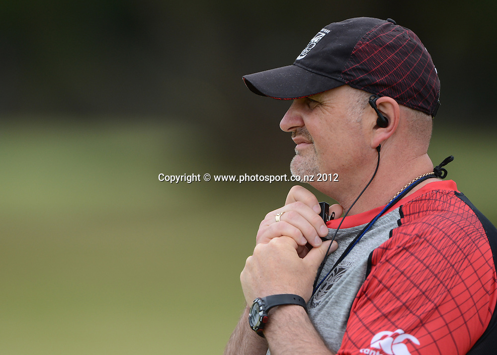 Trainer Carl Jennings. NRL Rugby League. Vodafone Warriors pre season training session at One Tree Hill, Auckland, New Zealand on Thursday 20 December 2012. Photo: Andrew Cornaga/photosport.co.nz