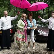 NLD/Vierhouten/20050530 - Society vrouwen rijden de BeauMonde Rally 2005, Nicolet ten Berge en Yvonne Brandsteder - Baggen