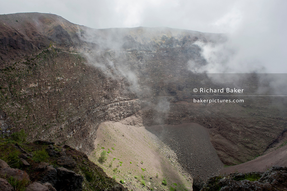 Crater edge of dormant Vesuvius volcano, near Naples, Italy. <br /> <br /> From the chapter entitled 'Under the Volcano' and from the book 'Risk Wise: Nine Everyday Adventures' by Polly Morland (Allianz, The School of Life, Profile Books, 2015).