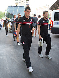 NOVI SAD, SERBIA - Tuesday, September 11, 2012: Wales' Gareth Bale arrives at the Karadorde Stadium before the 2014 FIFA World Cup Brazil Qualifying Group A match against Serbia. (Pic by David Rawcliffe/Propaganda)