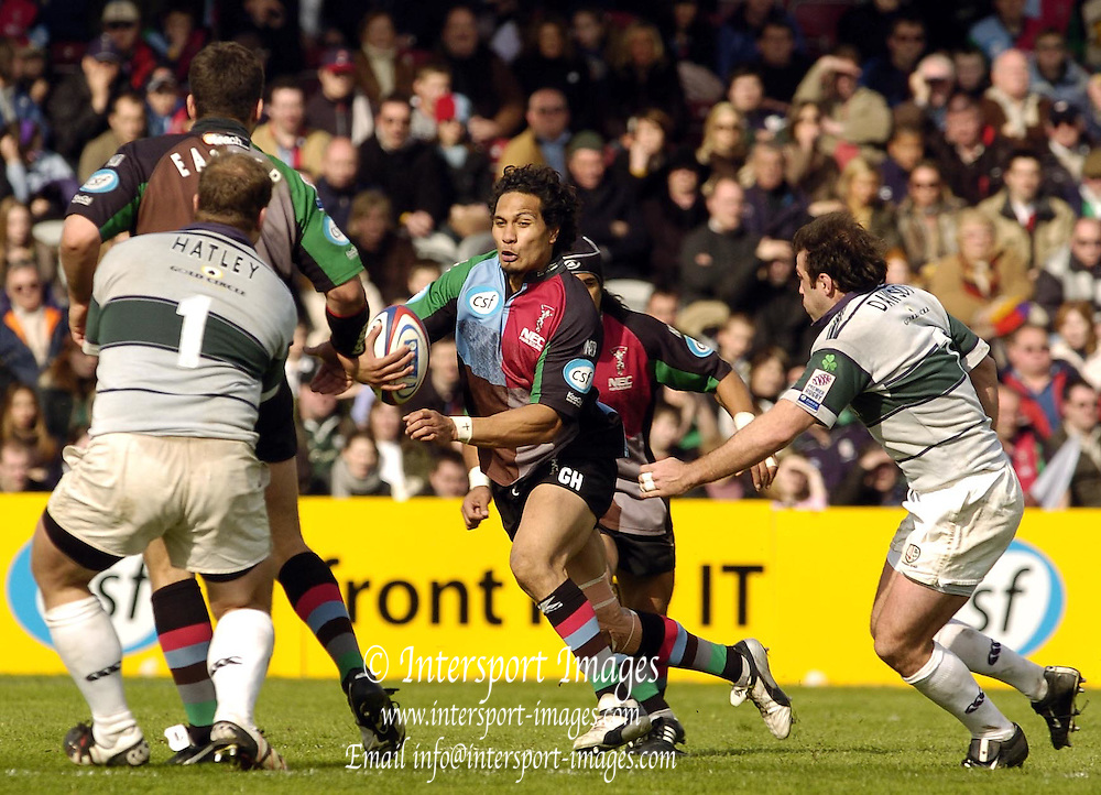 2004/05 Zurich, Rugby,Premiership;  NEC Harlequins vs London Irish, The Stoop, Twickenham, ENGLAND; George Harder, eyes the gap between Exiles Neil Hatley [left] and Kieron Dawson .Photo  Peter Spurrier. .email images@intersport-images...