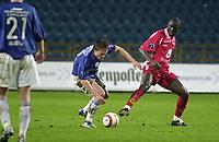 Seyi Olofinjana, Brann. Jørgen Jalland, Vålerenga. Tippeligaen 2004: Vålerenga - Brann 1-0. 25. april 2004. (Foto: Peter Tubaas/Digitalsport)