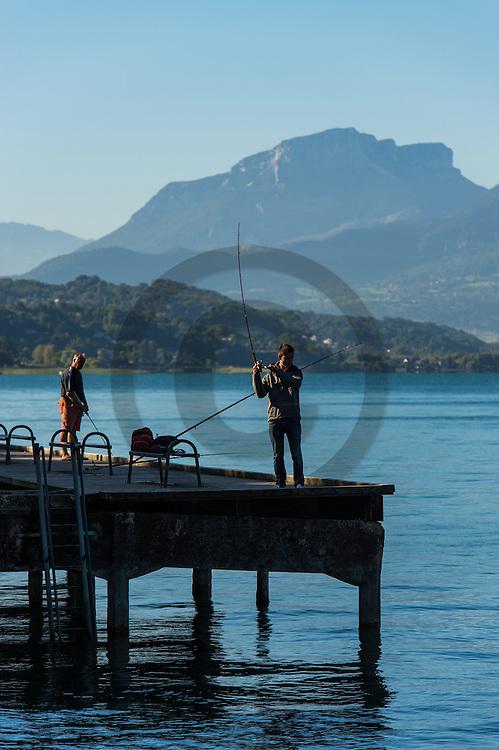 21/08/16 - AIX LES BAINS - SAVOIE - FRANCE - Pecheurs sur le Lac du Bourget - Photo Jerome CHABANNE