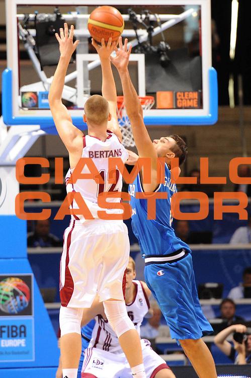 DESCRIZIONE : Siauliai Lithuania Lituania Eurobasket Men 2011 Preliminary Round Italia Lettonia Italy Latvia<br /> GIOCATORE : Danilo Gallinari<br /> SQUADRA : Italia Italy<br /> EVENTO : Eurobasket Men 2011<br /> GARA : Italia Lettonia Italy Latvia<br /> DATA : 02/09/2011 <br /> CATEGORIA : difesa<br /> SPORT : Pallacanestro <br /> AUTORE : Agenzia Ciamillo-Castoria/GiulioCiamillo<br /> Galleria : Eurobasket Men 2011 <br /> Fotonotizia : Siauliai Lithuania Lituania Eurobasket Men 2011 Preliminary Round Italia Lettonia Italy Latvia<br /> Predefinita :
