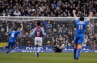 Fotball<br /> Premier League 2004/05<br /> Aston Villa v Birmingham<br /> Villa Park<br /> 12. desember 2004<br /> Foto: Digitalsport<br /> NORWAY ONLY<br /> Birmingham players (arms raised) celebrate as their side's first goal goes in past Villa's keeper Thomas Sorensen (second from R)