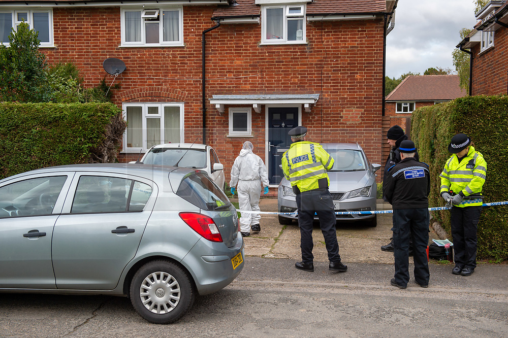 © Licensed to London News Pictures. 29/10/2019. Beaconsfield, UK. A forensic investigator and officers at a property in Hyde Green, Beaconsfield. Thames Valley Police have launched an investigation after the death of a woman. A 44-year-old man from Beaconsfield has been arrested on suspicion of murder. Photo credit: Peter Manning/LNP