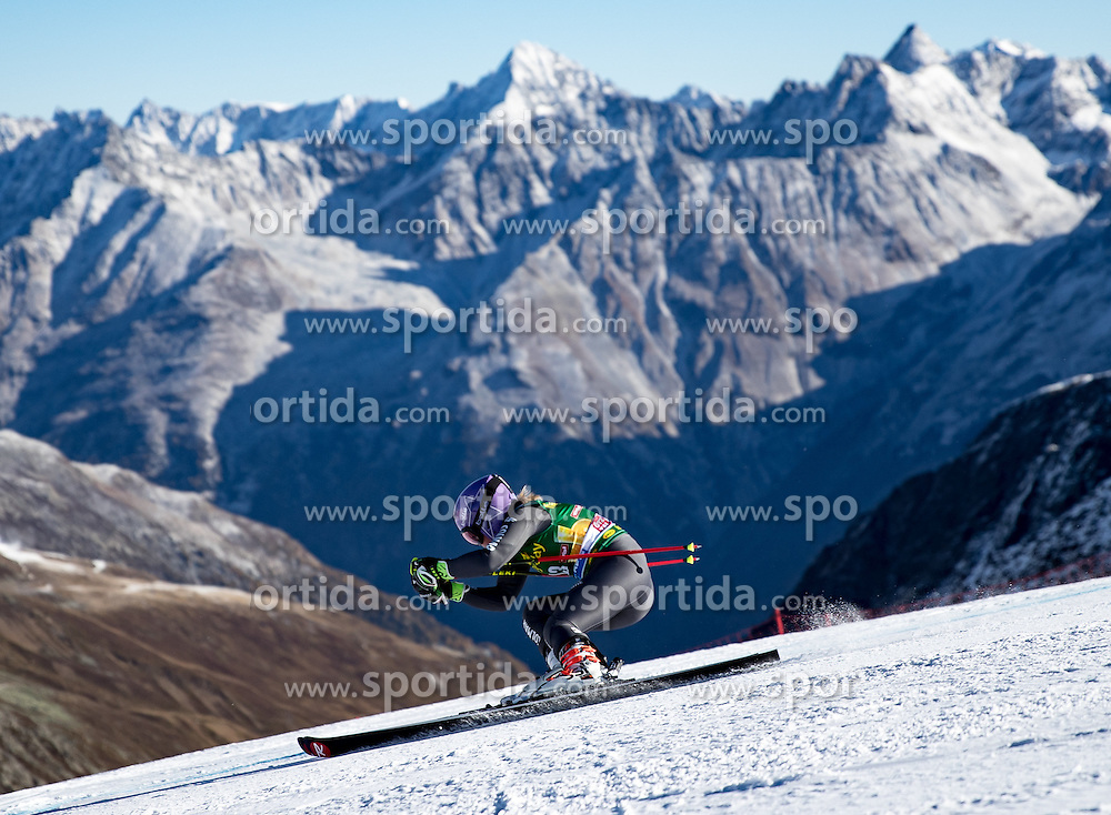 22.10.2016, Rettenbachferner, Soelden, AUT, FIS Weltcup Ski Alpin, Soelden, Riesenslalom, Damen, 1. Durchgang, im Bild Tessa Worley (FRA) // Tessa Worley of France in action during 1st run of ladies Giant Slalom of the FIS Ski Alpine Worldcup opening at the Rettenbachferner in Soelden, Austria on 2016/10/22. EXPA Pictures © 2016, PhotoCredit: EXPA/ Johann Groder