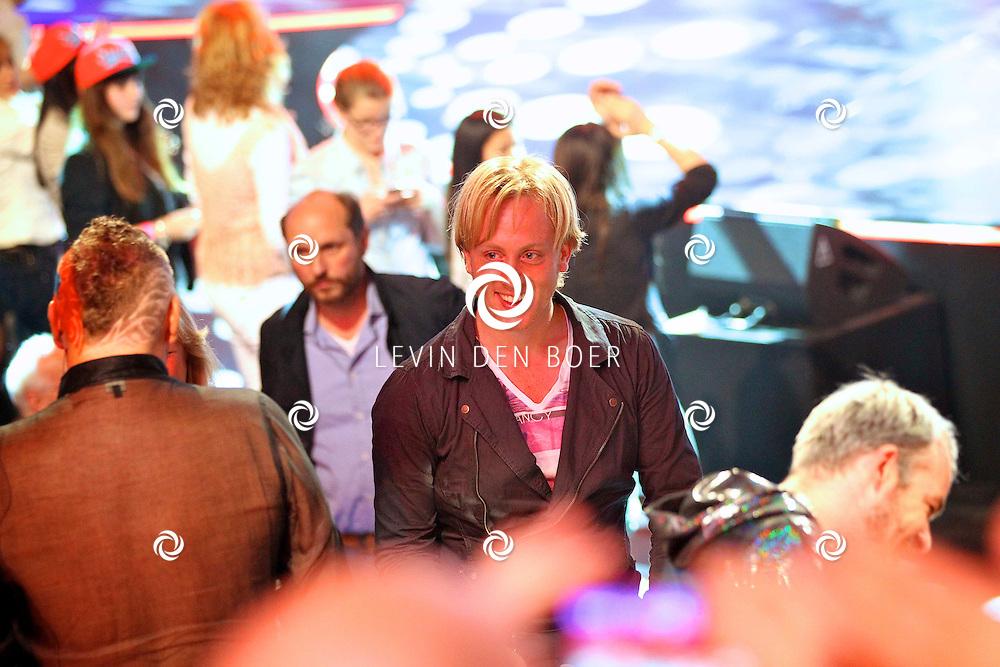 HILVERSUM - In studio 22 is de 2e liveshows begonnen van Hollands Got Talent.  Met op de foto visagist Remko Harms. FOTO LEVIN DEN BOER - PERSFOTO.NU