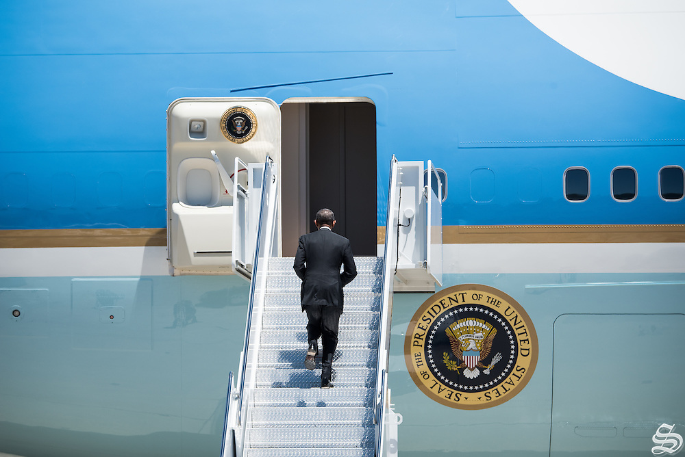 Pres. Obama boards Air Force One for Departure on Friday June 24.
