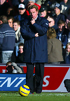 Fotball<br /> Premier League England 2004/2005<br /> Foto: BPI/Digitalsport<br /> NORWAY ONLY<br /> <br /> Southampton v Portsmouth<br /> 13/11/2004<br /> <br /> Portsmouth manager, Harry Redknapp, contemplates his strategy