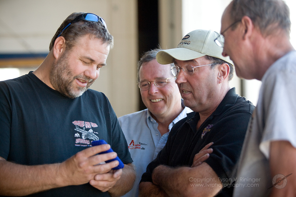 Rare Bear Preparation 2009. (L-R) Mechanic Don Dull takes some time out with Team Lead Alby Redick, Crew Chief Dave Cornell and Mechanic Keith Geary.