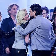 NLD/Amsterdam/20100415 - Uitreiking 3FM Awards 2010, Bridget Maasland feliciteerd Kane