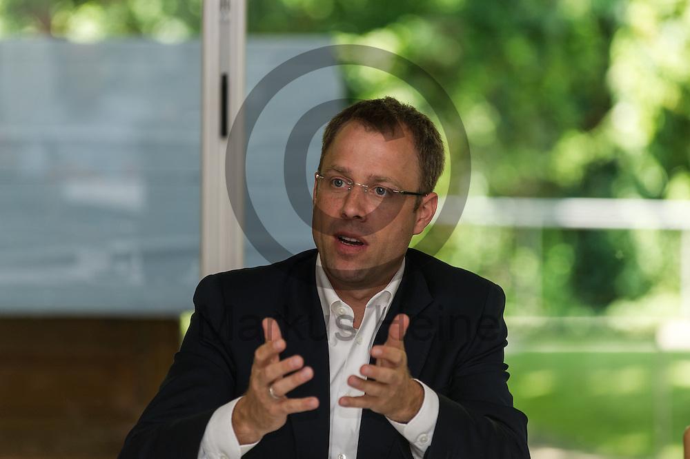 Der Senator f&uuml;r Gesundheit und Soziales Mario Czaja (CDU) gestikuliert w&auml;hrend der Vorstellung des Landespflegeplan am 08.06.2016 in Berlin, Deutschland. Der Landespflegeplan behandelt Themen der &auml;lter werdenden Stadt und Antworten auf die kommenden Herausforderungen. Foto: Markus Heine / heineimaging<br /> <br /> ------------------------------<br /> <br /> Ver&ouml;ffentlichung nur mit Fotografennennung, sowie gegen Honorar und Belegexemplar.<br /> <br /> Bankverbindung:<br /> IBAN: DE65660908000004437497<br /> BIC CODE: GENODE61BBB<br /> Badische Beamten Bank Karlsruhe<br /> <br /> USt-IdNr: DE291853306<br /> <br /> Please note:<br /> All rights reserved! Don't publish without copyright!<br /> <br /> Stand: 06.2016<br /> <br /> ------------------------------w&auml;hrend der Vorstellung des Landespflegeplan am 08.06.2016 in Berlin, Deutschland. Der Landespflegeplan behandelt Themen der &auml;lter werdenden Stadt und Antworten auf die kommenden Herausforderungen. Foto: Markus Heine / heineimaging<br /> <br /> ------------------------------<br /> <br /> Ver&ouml;ffentlichung nur mit Fotografennennung, sowie gegen Honorar und Belegexemplar.<br /> <br /> Bankverbindung:<br /> IBAN: DE65660908000004437497<br /> BIC CODE: GENODE61BBB<br /> Badische Beamten Bank Karlsruhe<br /> <br /> USt-IdNr: DE291853306<br /> <br /> Please note:<br /> All rights reserved! Don't publish without copyright!<br /> <br /> Stand: 06.2016<br /> <br /> ------------------------------