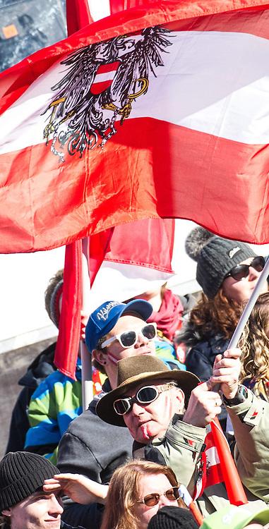 28.12.2013, Hochstein, Lienz, AUT, FIS Weltcup Ski Alpin, Lienz, Riesentorlauf, Damen, 2. Durchgang, im Bild Feature Fan im Zielraum // after the 2nd run of ladies giant slalom Lienz FIS Ski Alpine World Cup at Hochstein in Lienz, Austria on 2013/12/28, EXPA Pictures © 2013 PhotoCredit: EXPA/ Michael Gruber
