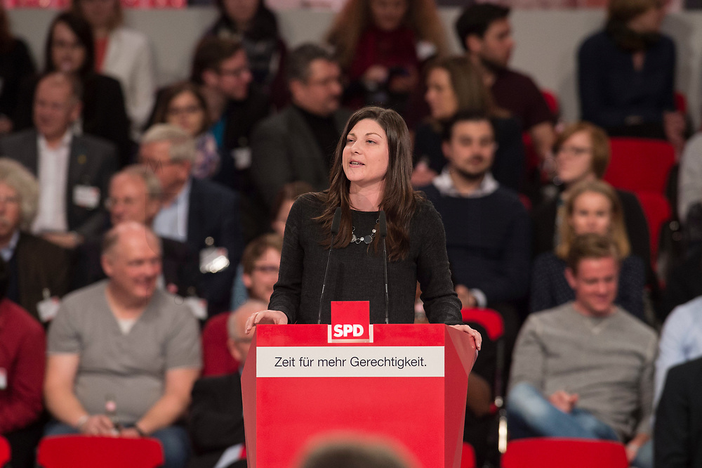 19 MAR 2017, BERLIN/GERMANY:<br /> Johanna Uekermann, SPD, Bundesvorsitzende der Jusos, haelt eine Rede, a.o. Bundesparteitag, Arena Berlin<br /> IMAGE: 20170319-01-065<br /> KEYWORDS: party congress, social democratic party, speech