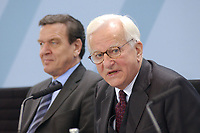 11 DEC 2002, BERLIN/GERMANY:<br /> Gerhard Schroeder (L), SPD, Bundeskanzler, und Richard von Weizsaecker (R), Bundespraesident a.D.,  waehrend einer Pressekonferenz zur Bilanz des Kuratoriums Fluthilfe, Infosaal, Bundeskanzleramt<br /> IMAGE: 20021211-01-006<br /> KEYWORDS: Gerhard Schröder, Richard von Weizsäcker