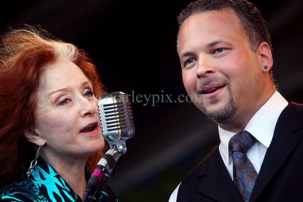 05 May 2012. New Orleans, Louisiana,  USA. .New Orleans Jazz and Heritage Festival. .Bonnie Raitt, 9 time Grammy award winner with Mark Braud of the 'Preservation Hall and Friends' ensemble. .Photo; Charlie Varley.