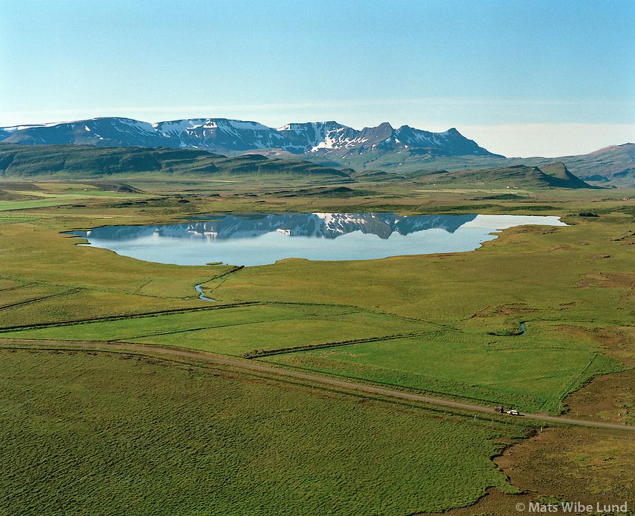 Blundsvatn, Skarðsheiði, Andakílshreppur /.Lake Blundsvatn, Skardsheidi mountain range in background, Andakilshreppur.
