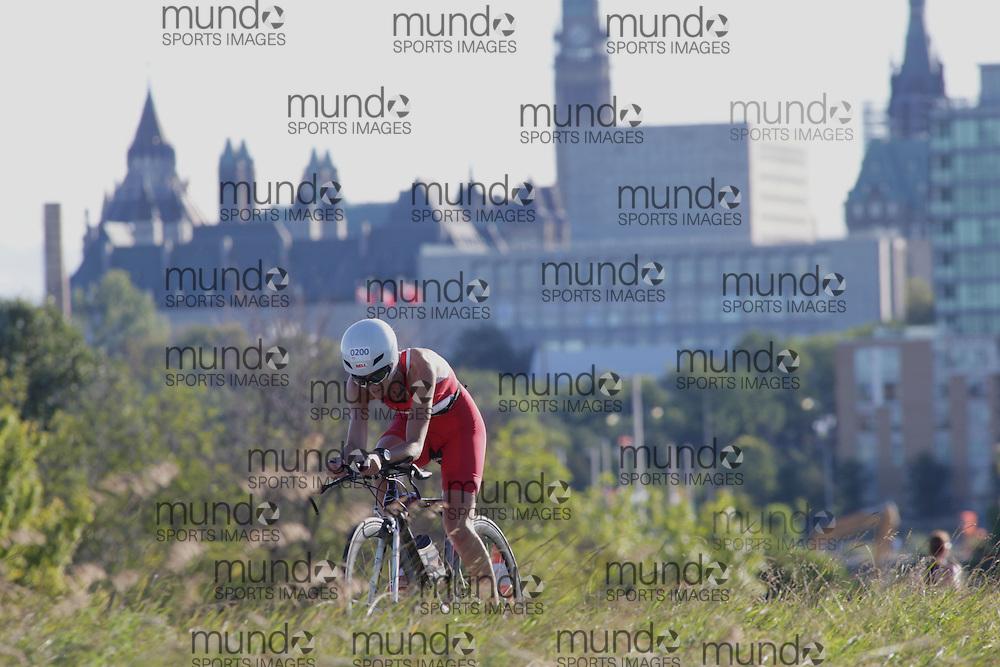 (Ottawa, Canada---10 August 2013)  Sasha Gollish (200)  of Canada (CAN) competing in the 30-34 Female AG International Triathlon Union 2013 World Duathlon Championships (10 km run- 40 km bike- 5km run).