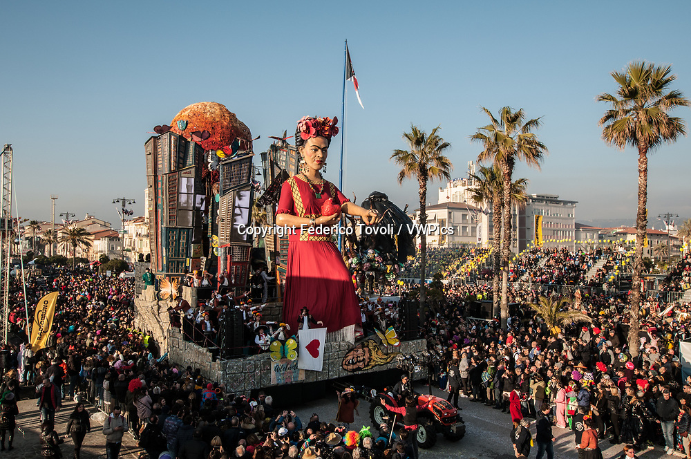 Lebrigre and Rogiert. Carriage dedicated to Frida Khalo during the parade