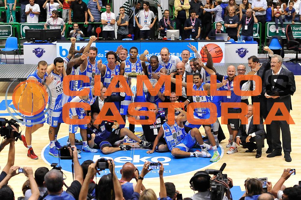 DESCRIZIONE : Sassari Lega Serie A 2014/15 Beko Supercoppa 2014 Finale Olimpia EA7 Emporio Armani Milano - Dinamo Banco di Sardegna Sassari<br /> GIOCATORE : Dinamo Banco di Sardegna Sassari<br /> CATEGORIA : Premiazione Premio Award Coppa<br /> SQUADRA :  Dinamo Banco di Sardegna Sassari<br /> EVENTO :  Beko Supercoppa 2014 <br /> GARA : Olimpia EA7 Emporio Armani Milano - Dinamo Banco di Sardegna Sassari<br /> DATA : 05/10/2014 <br /> SPORT : Pallacanestro <br /> AUTORE : Agenzia Ciamillo-Castoria/ Luigi Canu<br /> Galleria : Lega Basket A 2014-2015 <br /> Fotonotizia : Sassari Lega Serie A 2014/15 Beko Supercoppa 2014 Finale Olimpia EA7 Emporio Armani Milano - Dinamo Banco di Sardegna Sassari<br /> Predefinita :