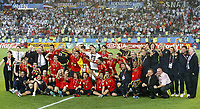 GEPA-2906081368 - WIEN,AUSTRIA,29.JUN.08 - FUSSBALL - UEFA Europameisterschaft, EURO 2008, Deutschland vs Spanien, GER vs ESP, Finale, Siegerehrung. <br />Bild zeigt den Jubel der spanischen Mannschaft. Keywords: EM-Pokal Henri Delaunay, Pokal, Trophaee, Medaille.<br />Foto: GEPA pictures/ Guenter R. Artinger