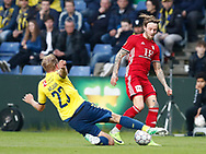 FODBOLD: Kristoffer Larsen (Lyngby BK) tackles af Paulus Arajuuri (Brøndby IF) under kampen i ALKA Superligaen mellem Brøndby IF og Lyngby Boldklub den 18. maj 2017 på Brøndby Stadion. Foto: Claus Birch