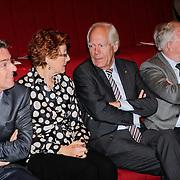 NLD/Hilversum/20121003- Boekpresentatie De Iconen van het NOS Achtuurjournaal, Rob Trip, Noortje van Oostveen, Eef Brouwers