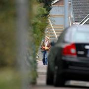 NLD/Almere/20070317 - Cor Bakker's vriendin met boodschappen