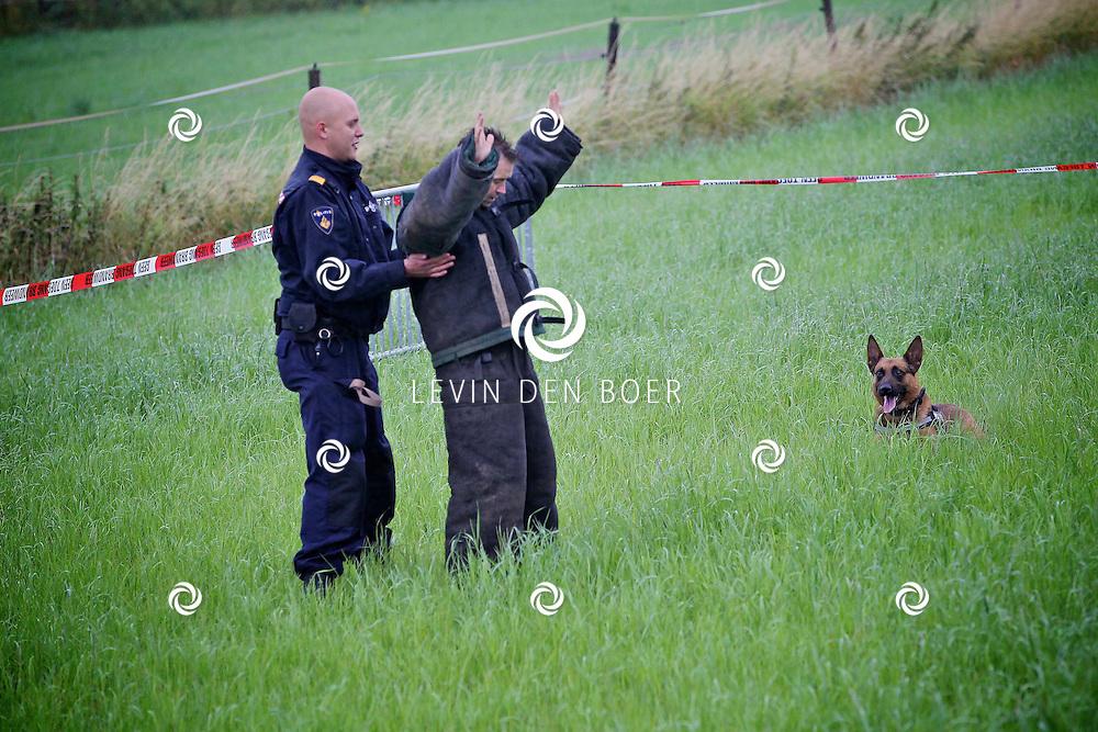 HEDEL - Tijdens de Open dag Brandweer Maasdriel-West presenteerde de politie een demonstratie met een politiehond. FOTO LEVIN DEN BOER - PERSFOTO.NU