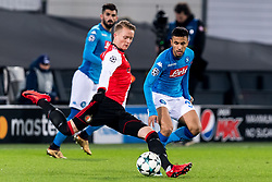 (L-R) Sam Larsson of Feyenoord, Adam Ounas of SSC Napoli during the UEFA Champions League group F match between Feyenoord Rotterdam and SSC Napoli at the Kuip on December 06, 2017 in Rotterdam, The Netherlands