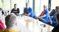 AMSTELVEEN -Arbitrage bij DOD C jeugd, met Yolande Brada en Fanneke van Alkemade. COPYRIGHT KOEN SUYK