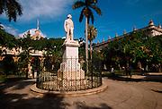 CUBA, HAVANA, HABANA VIEJA Colonial Plaza de Armas