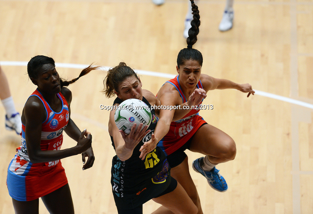 Irene van Dky collides with Mo'onia Gerrard. ANZ Netball Championship. KIA Waikato Bay of Plenty Magic v NSW Swifts, ASB Baypark Arena, Tauranga. New Zealand. Sunday 31 March 2013. Photo: Andrew Cornaga/Photosport.co.nz