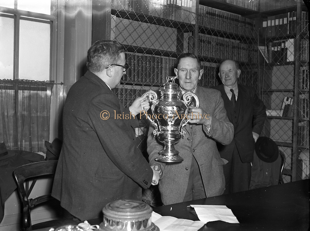 RDS Spring Show at Show Grounds, Ballsbridge, Dublin. Presentation of the Challenge Cup.06/05/1954