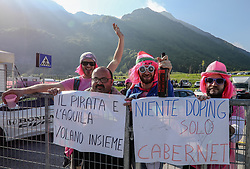 26.05.2017, Piancavallo, ITA, Giro d Italia 2017, 19. Etappe, Innichen (San Candido) nach Piancavallo, im Bild Fans mit einer Anti-Doping-Botschaf // fans with a anti-doping-message during the 19 th stage of the 100 th Giro d Italia cycling race from Innichen (San Candido) to Piancavallo, Italy on 2017/05/26. EXPA Pictures © 2017, PhotoCredit: EXPA / Martin Huber