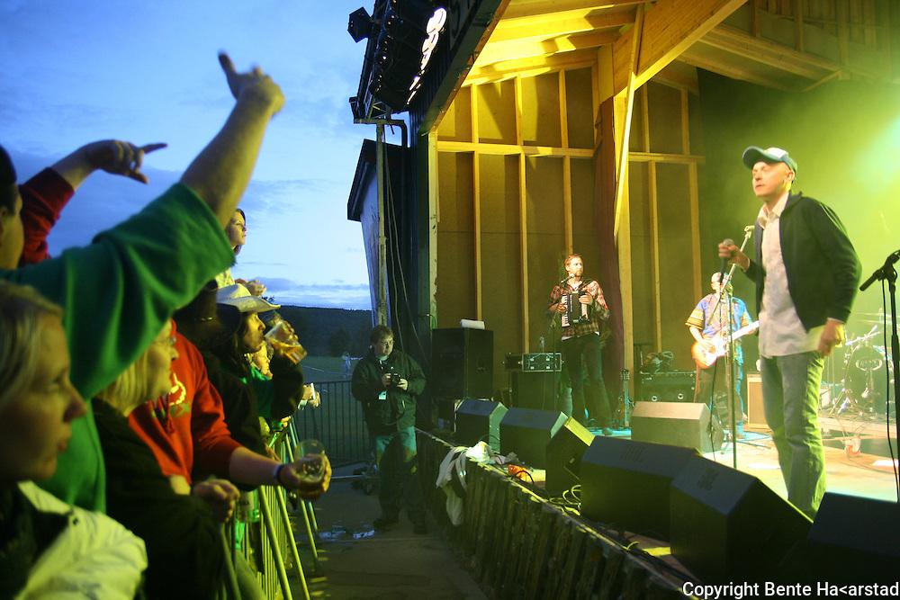 Hærmætti Tysland band slo gopdt an på Tydalsfestival'n. Lars Lien . Foto: Bente Haarstad