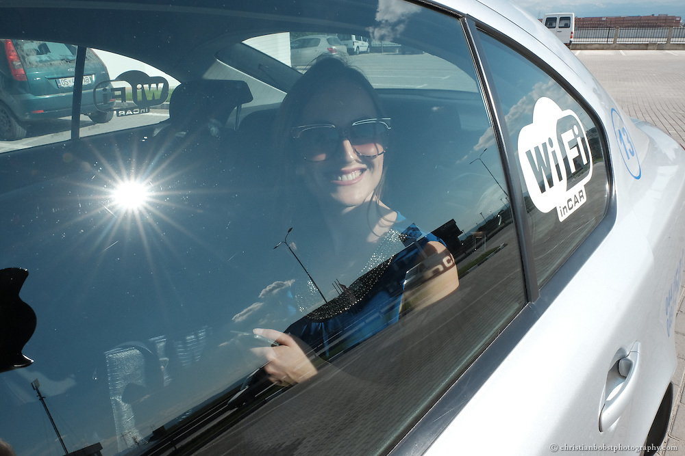 IT Dienstleistungen sind im Kosovo am boomen – sogar die Taxis bieten teilweise Wifi an.