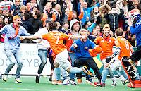BLOEMENDAAL - Vreugde bij Wouter Jolie (7) , Matthew Swann (8)  nade halve finale van de Euro Hockey League tussen de mannen van Bloemendaal en Amsterdam (2-2). Bloemendaal wint na shoot -outs.  ANP KOEN SUYK